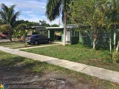 1013 NW 12th St - Photo 1