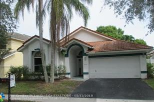 6935 NW 29th Ct - Photo 1
