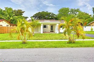 8017 NW 75th Ave - Photo 1