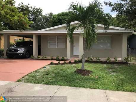 2930 NW 10th Ct - Photo 1