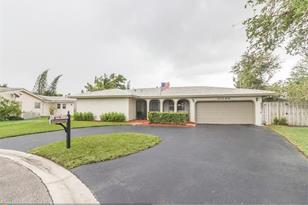 11080 NW 44th St - Photo 1