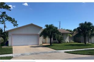 382 SW 32nd Ter - Photo 1