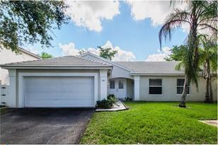 9625 NW 9th Ct - Photo 1