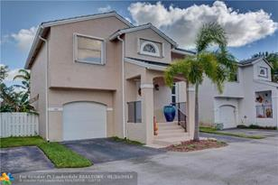 9909 NW 9th Ct - Photo 1