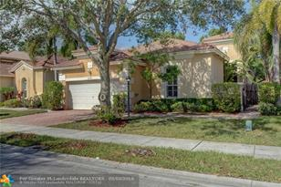 12145 NW 59th St - Photo 1