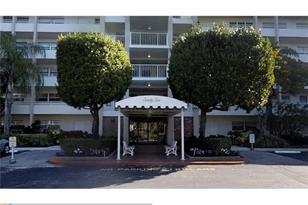 3850  Oaks Clubhouse Dr, Unit #104 - Photo 1