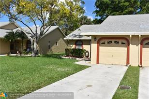 9637 NW 76th Ct - Photo 1
