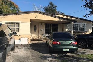 1430 SW 34th Ter - Photo 1