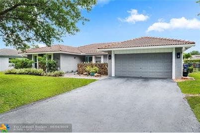 664 NW 99th Ter, Coral Springs, FL 33071