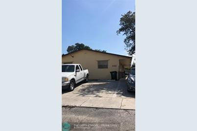 2142 NW 8th St - Photo 1
