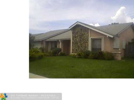 7331 NW 48th Pl - Photo 1