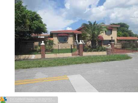 7825 SW 18th Ter - Photo 1