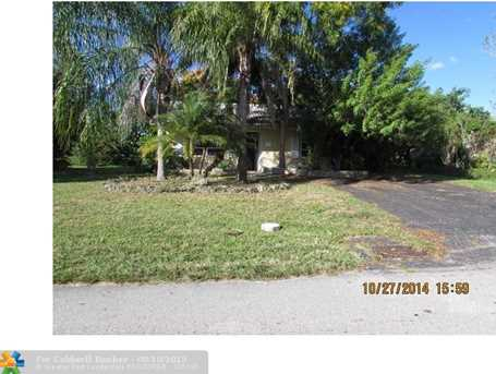 7213 NW 76th St - Photo 1