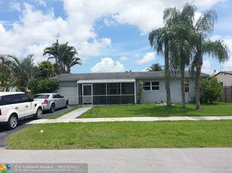 879 NW 9th St - Photo 1