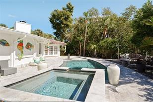 340 NW 33rd St - Photo 1