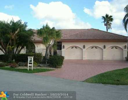 8620 NW 77th St - Photo 1