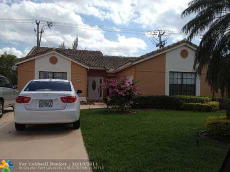 10532 NW 70th St - Photo 1