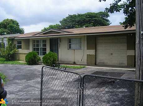 881 NW 33rd Ave - Photo 1