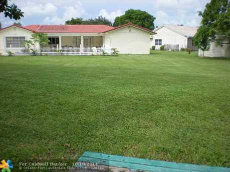 7050 SW 20th St - Photo 1