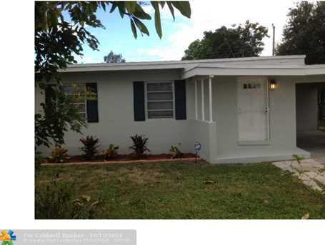 1106 NW 11th Pl - Photo 1