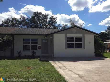 9424 SW 52nd St - Photo 1