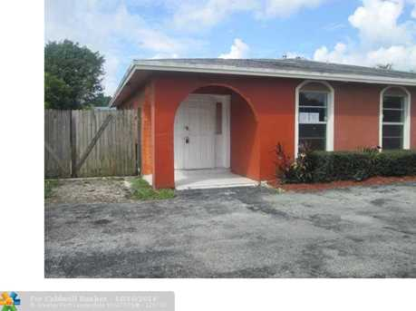 555 SW 61st Ter - Photo 1