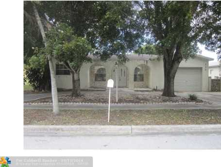 880 SW 49th Ter - Photo 1
