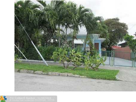 880 NW 20th Ave - Photo 1