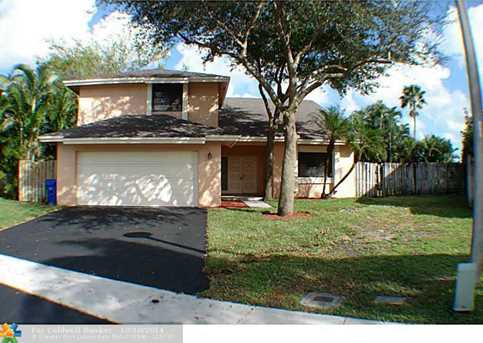 9920 SW 14th St - Photo 1