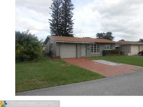 7303 NW 58th St - Photo 1