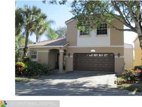 10604 NW 48th St - Photo 1