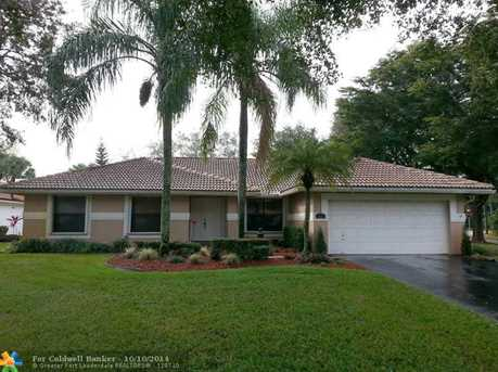 8822 NW 56th St - Photo 1