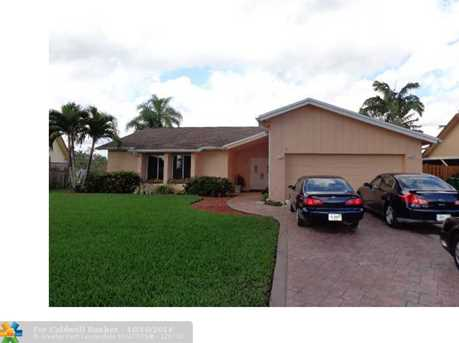 10227 SW 49th Ct - Photo 1