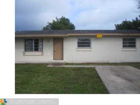 2761 NW 8th St - Photo 1