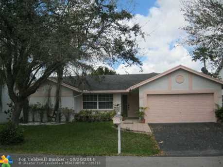 9843 NW 53rd Ct - Photo 1