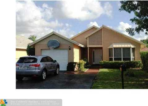 9957 NW 45th St - Photo 1