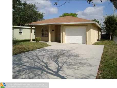 2211 NW 3rd St - Photo 1