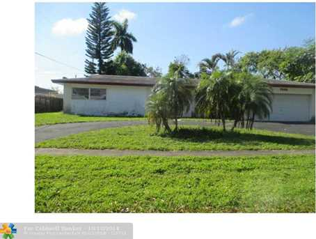 7340 NW 11th St - Photo 1