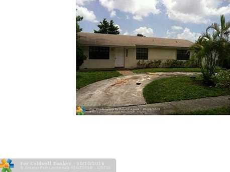 2850 NW 9th St - Photo 1