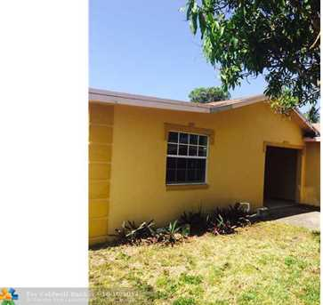 421 NW 3rd St - Photo 1