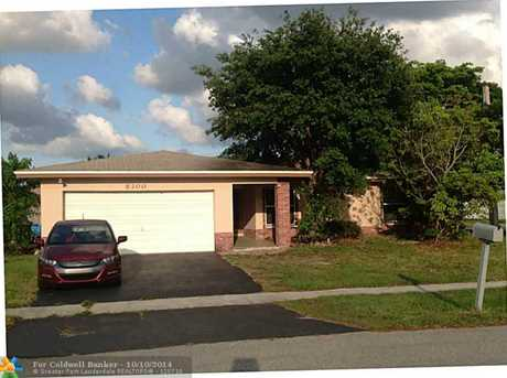 8200 NW 74th Ter - Photo 1