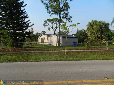 2400 SW 5th St - Photo 1
