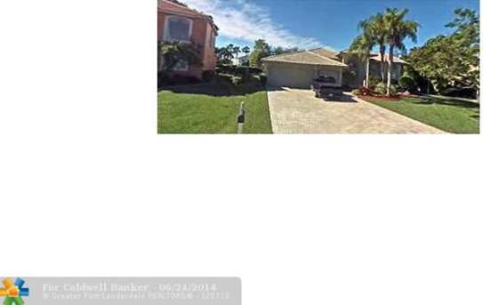 10660 NW 49th St - Photo 1