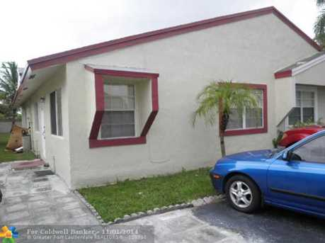 1120 SW 71st Ter - Photo 1