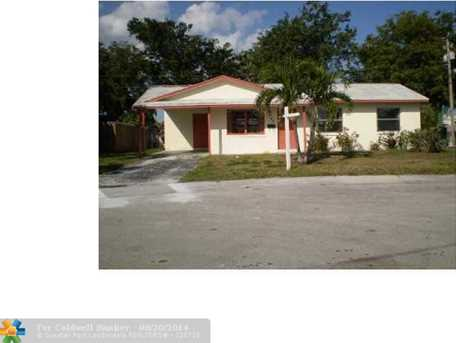 1085 NW 140th St - Photo 1