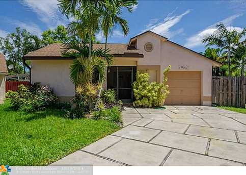 900 SW 111th Ave - Photo 1