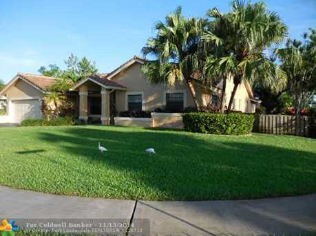 10051 NW 10th St - Photo 1