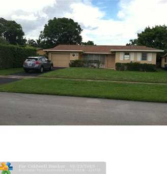 5621 NW 11 St - Photo 1