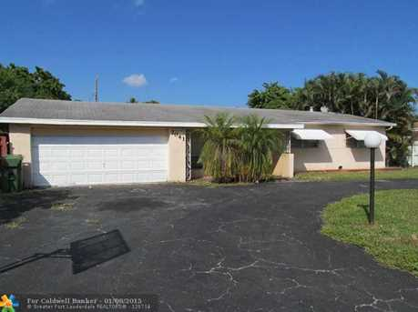 7041 SW 13th St - Photo 1