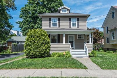 1490 Laurel Avenue - Photo 1